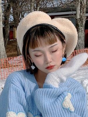 White / Gray Vintage Cute Heart-shaped Lamb Wool Beret by Sagi Dolls
